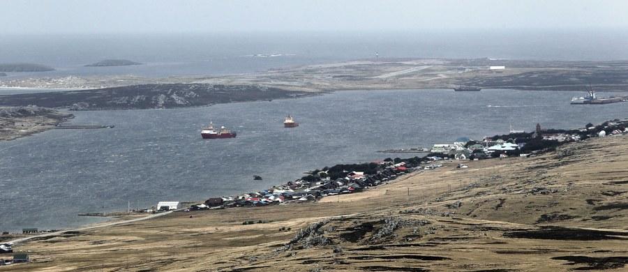"""Rząd Argentyny z zadowoleniem powitał stanowisko oenzetowskiej komisji, poszerzające granice argentyńskiego szelfu kontynentalnego na południowym Atlantyku tak, że w ich obrębie znajdują się Falklandy. Londyn powtarza: """"Falklandy są brytyjskie""""."""