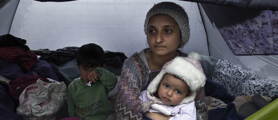 """Polscy funkcjonariusze prowadzący selekcję uchodźców, którzy mają być przesiedleni do naszego kraju z obozów w Grecji i we Włoszech, wciąż pracują. Jak ustalił reporter RMF FM Krzysztof Zasada, nie zostali zawróceni mimo oświadczenia premier Beaty Szydło: """"Nie widzę możliwości, aby w tej chwili do Polski przyjechali imigranci""""."""