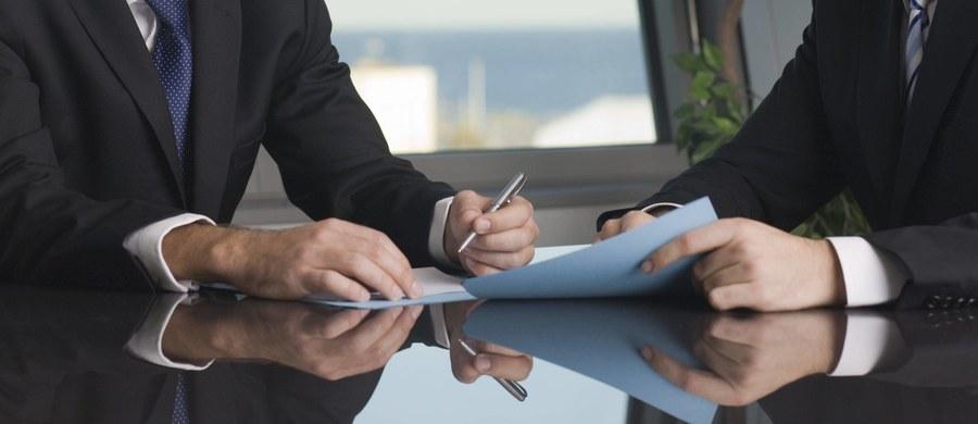 Dziś rusza posiedzenie Sejmu, a na nim duże zmiany w kodeksie pracy. Posłowie mają wprowadzić zakaz dopuszczania do pracy ludzi bez podpisanej umowy, a jeżeli umowa została zawarta ustnie, to pracownik musi dostać na piśmie potwierdzenie warunków zatrudnienia.