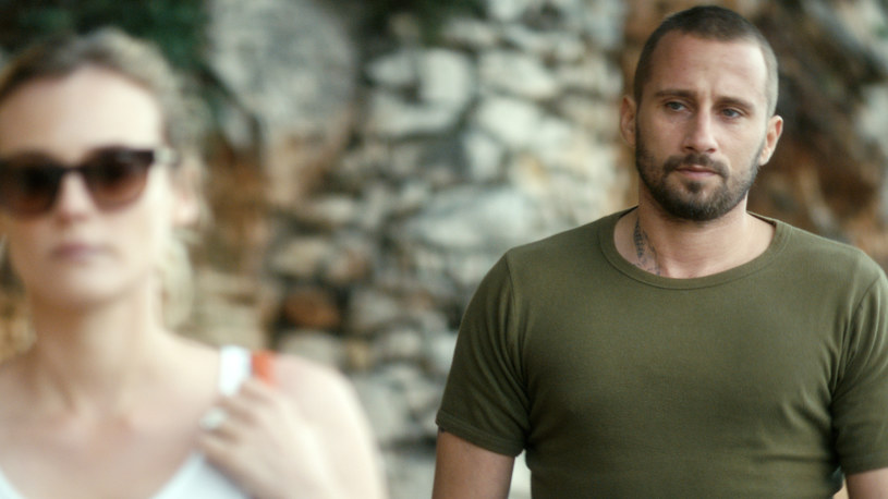 """Matthias Schoenaerts, który już 8 kwietnia będzie uwodził Diane Kruger w thrillerze pt. """"Cień"""" ma opinię jednego z najseksowniejszych współczesnych aktorów. Pięć gwiazdek dają mu nie tylko kinowe fanki, ale również cenione aktorki - Marion Cottilard (""""Mroczny rycerz powstaje"""", """"O północy w Paryżu"""") czy Carey Mulligan (""""Wielki Gatsby"""", """"Drive"""").  Przepiękna Cottilard, filmowa partnerka z obrazu """"Z krwi i kości""""  przyznała, że sceny łóżkowe może kręcić tylko z nim."""