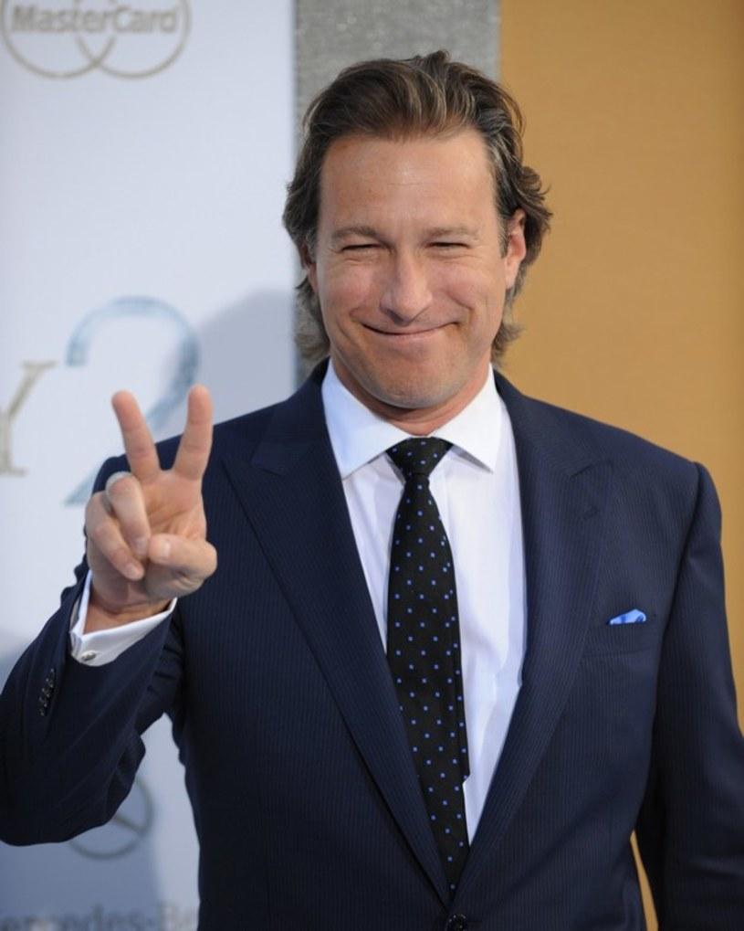 """Widzowie telewizyjni kojarzą go z pewnością z roli w serialu """"Przystanek Alaska"""", za którą był nominowany do Emmy oraz Złotego Globu, a także z występów w """"Seksie w wielkim mieście"""" u boku Sary Jessiki Parker. Teraz Johna Corbetta możemy zobaczyć w filmie """"Moje wielkie greckie wesele 2"""", będącego kontynuacją wielkiego kinowego przeboju z 2002 roku."""