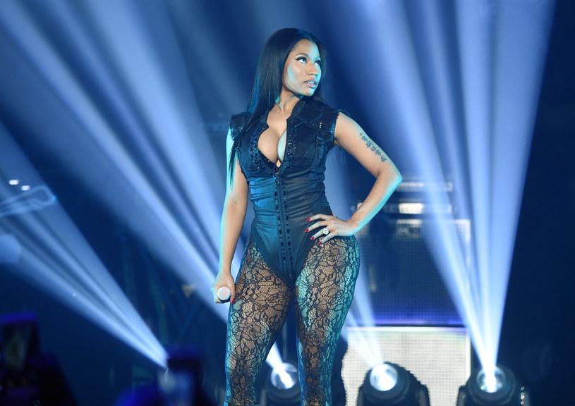 Minaj puściły nerwy w trakcie koncertu w Dubaju. W pewnym momencie podeszła do ochroniarza i wyrzuciła mu telefon.