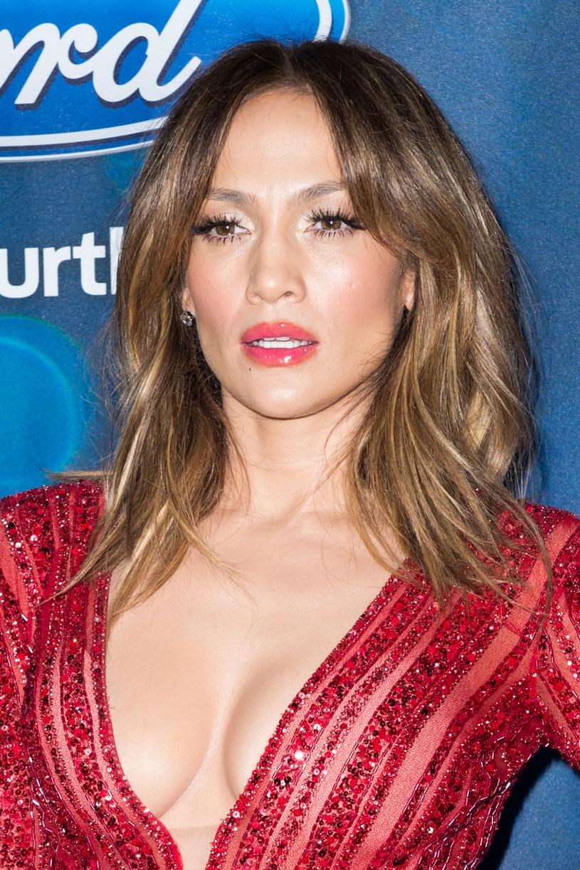"""Ponad pół miliona odsłon w ciągu niespełna doby zaliczyło wideo z najnowszym odcinkiem show """"Carpool Karaoke"""" Jamesa Cordena. Tym razem zaproszenie do auta brytyjskiego komika przyjęła Jennifer Lopez."""