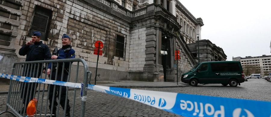Zdjęcia i plany siedziby premiera Belgii odkryto w komputerze znalezionym w okolicy mieszkania, w którym zamachowcy przygotowywali się do zeszłotygodniowego ataku terrorystycznego w Brukseli - podały belgijskie media. Do tej pory prokuratura informowała, że podczas przeszukania w dzielnicy Schaerbeek w ulicznym koszu na śmieci znaleziono komputer, na którym Ibrahim El Bakraoui - jeden z zamachowców z lotniska Zaventem - zostawił list pożegnalny.
