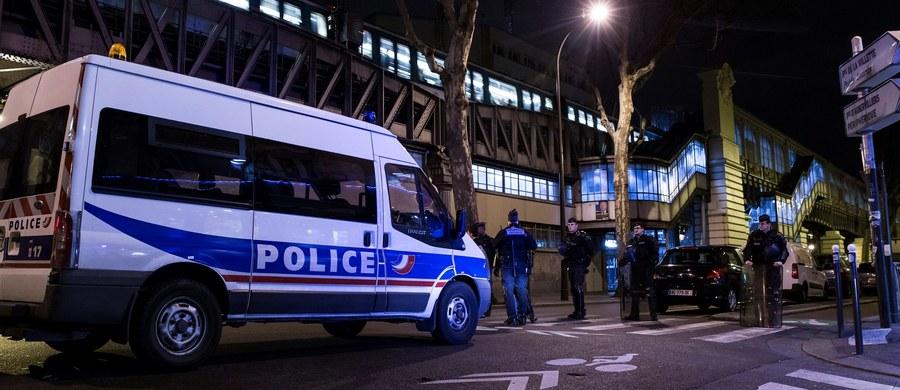 Prokuratura postawiła zarzuty 34-letniemu francuskiemu obywatelowi Redzie Kriketowi, zatrzymanemu w ubiegłym tygodniu na przedmieściach Paryża w związku z planowaniem zamachu we Francji - podała AFP, powołując się na źródła zbliżone do śledztwa. Zarzuca się mu m.in. udział w spisku związanym z działalnością terrorystyczną.
