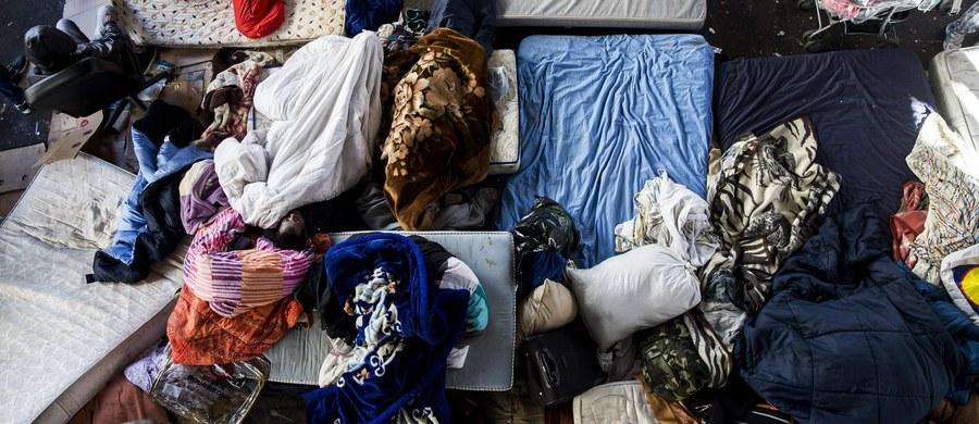 """Mieszkaniec Rzymu odebrał telefon z prośbą o pomoc od migrantów na łodzi dryfującej po Morzu Śródziemnym – podał dziennik """"Il Messaggero"""". Nie wiadomo, jak to się stało, że zadzwonili właśnie do niego. Dzięki szybkiej reakcji mężczyzny udało się uratować ludzi."""