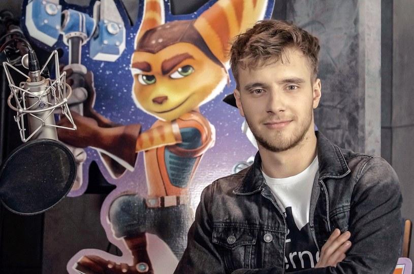 """Maciej Musiał oraz Jerzy Kryszak zostali tytułowymi bohaterami animacji """"Ratchet i Clank"""". Ekranizacja jednej z najpopularniejszych gier wideo wszech czasów w kinach od 22 kwietnia."""