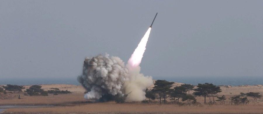 Korea Północna wystrzeliła pocisk krótkiego zasięgu ze wschodnich wybrzeży kraju - poinformował południowokoreański sztab generalny. Kilka godzin wcześniej Seul, Waszyngton i Tokio wezwały Pjongjang do zakończenia prowokacji. Od wczoraj Korea Północna zakłóca też sygnał GPS w Korei Południowej.