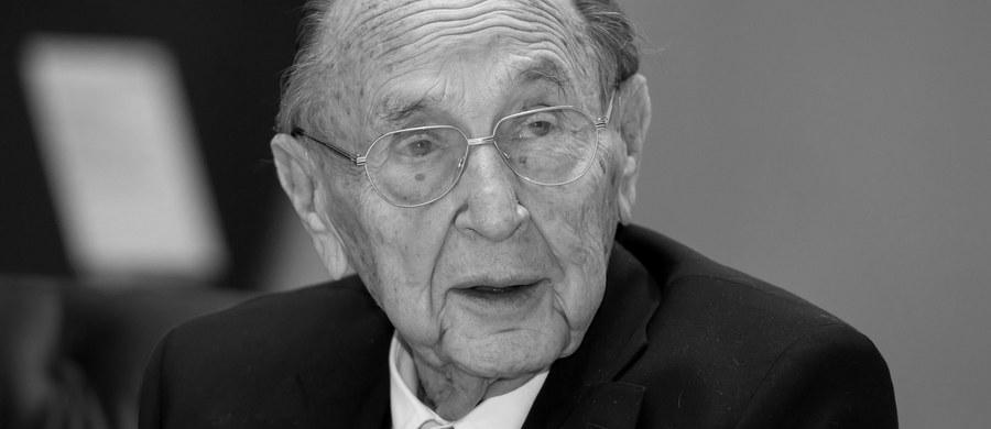 Hans-Dietrich Genscher, szef dyplomacji Niemiec w latach 1974-1992, zmarł w czwartek wieczorem w wieku 89 lat w swoim domu w Wachtberg-Pech na zachodzie kraju - poinformowało biuro polityka. Przyczyną śmierci było zatrzymanie akcji serca.