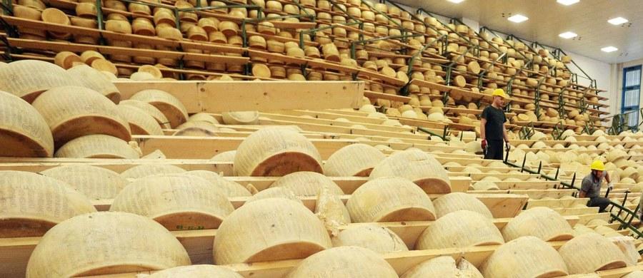 Włoski region Emilia-Romania zmaga się z plagą kradzieży parmezanu. W ciągu dwóch lat ukradziono tam ponad 15 tysięcy form tego słynnego sera o wartości 6 milionów euro - poinformowało konsorcjum producentów.