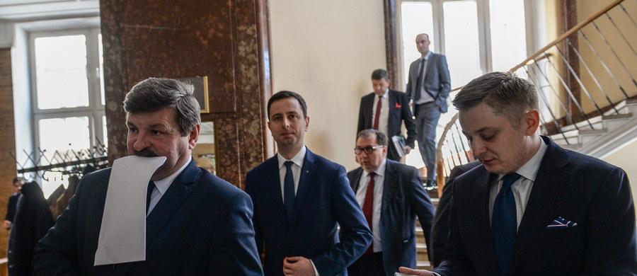 Rada Naczelna Polskiego Stronnictwa Ludowego przyjęła uchwałę, w której apeluje o zniesienie embarga Unii Europejskiej wobec Rosji. Zdaniem ludowców na zakazie najbardziej tracą polscy rolnicy.