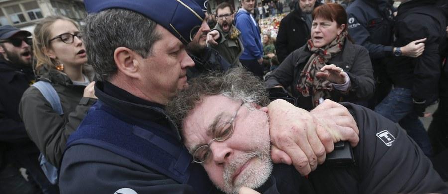 Policja zatrzymała kilkunastu uczestników demonstracji przeciwko rasizmowi, która odbyła się na Placu Giełdy w Brukseli. Funkcjonariusze złapali także dwóch uczestników kontrdemonstracji ultraprawicy w brukselskiej dzielnicy Molenbeek.