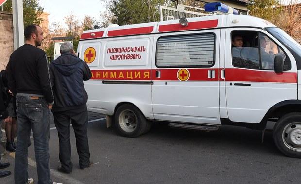"""Ministerstwo obrony Azerbejdżanu ogłosiło """"jednostronny rozejm"""" w walkach, które wybuchły w nocy z piątku na sobotę w rejonie ormiańskiej enklawy Górski Karabach. Zginęło w nich co najmniej 30 żołnierzy azerbejdżańskich i armeńskich."""