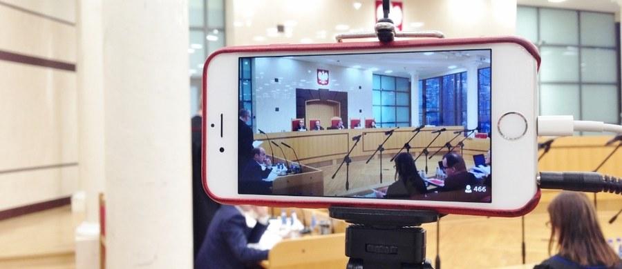 Wiceprzewodniczący Komisji Europejskiej Frans Timmermans, a także sekretarz generalny Rady Europy Thorbjoern Jagland będą w poniedziałek oraz wtorek gościć w Polsce, by prowadzić z władzami w Warszawie dialog o sytuacji wokół Trybunału Konstytucyjnego. Wizyty wiceszefa Komisji Europejskiej i sekretarza generalnego Rady Europy wydają się być kluczowymi wydarzeniami politycznymi nadchodzącego tygodnia.