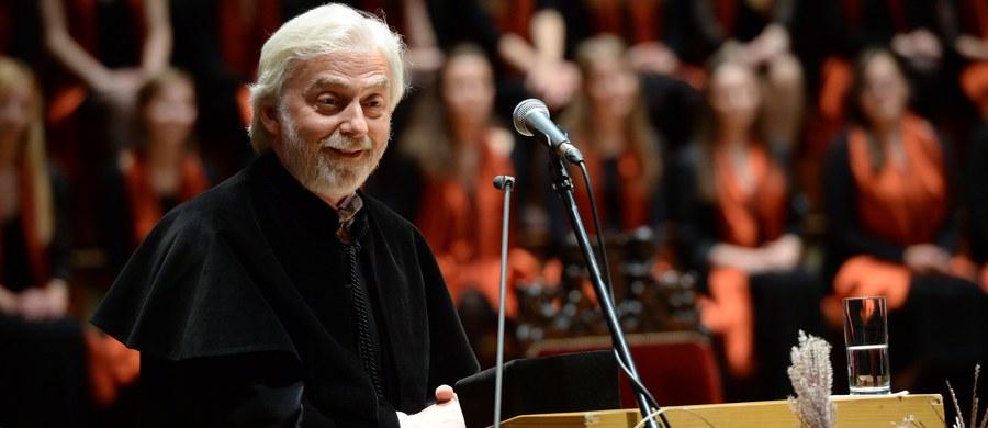 Włoskie media donoszą o wyjątkowej decyzji Krystiana Zimermana. W czasie recitalu w mieście Macerata postanowił zagrać na starym fortepianie stojącym w tamtejszym teatrze, a nie na swoim instrumencie, z którym zawsze podróżuje.