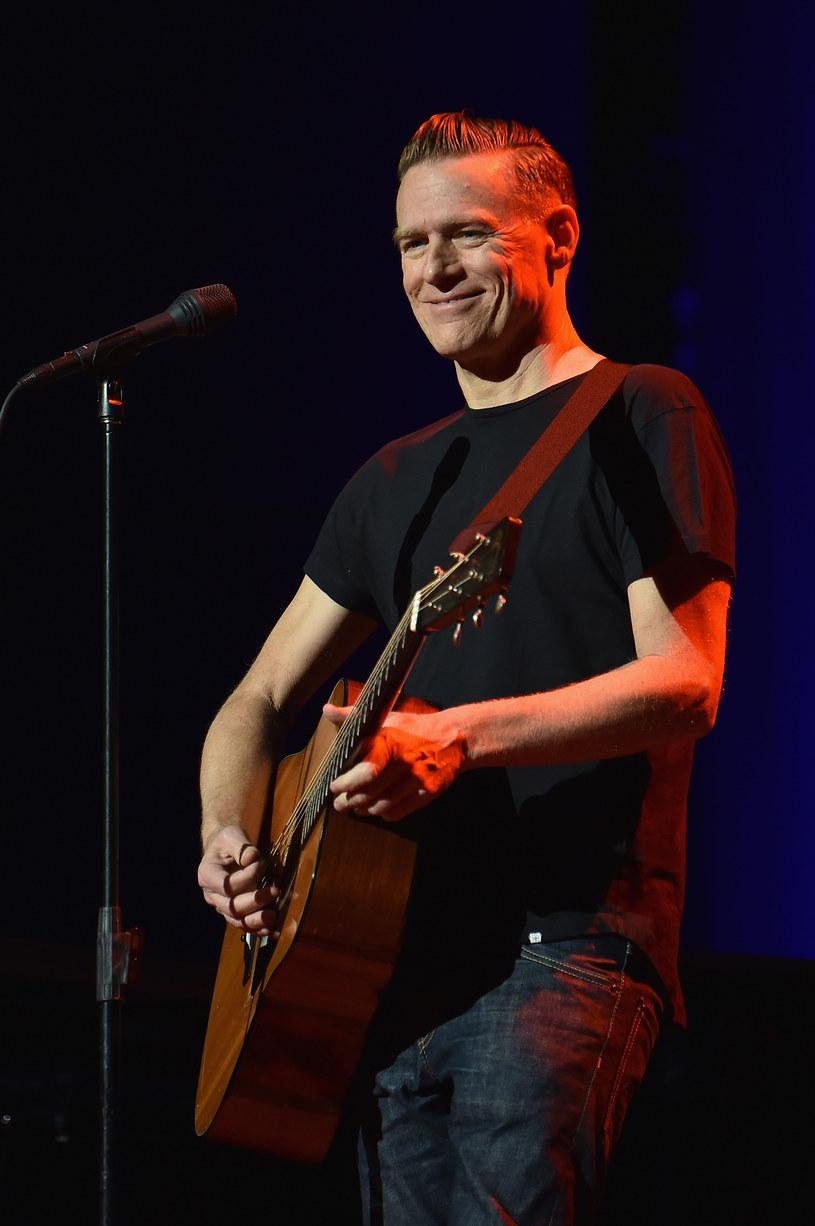 """Bryan Adams, artysta z wieloma platynowymi albumami na koncie, odwiedzi Polskę w ramach swojej trasy koncertowej """"Get Up"""". Muzyk wystąpi 6 października w Atlas Arenie w Łodzi."""
