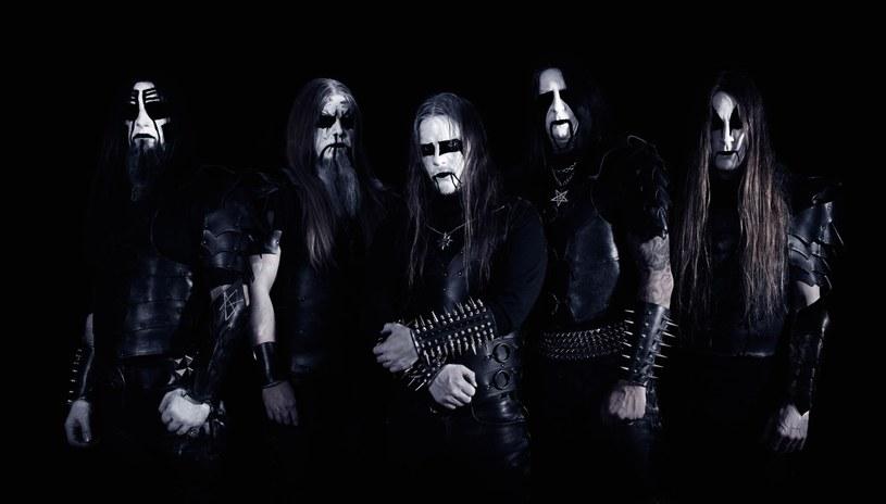 """Szwedzi z Dark Funeral podzielili się z fanami black metalu tytułowym utworem z nowej płyty """"Where Shadows Forever Reign""""."""