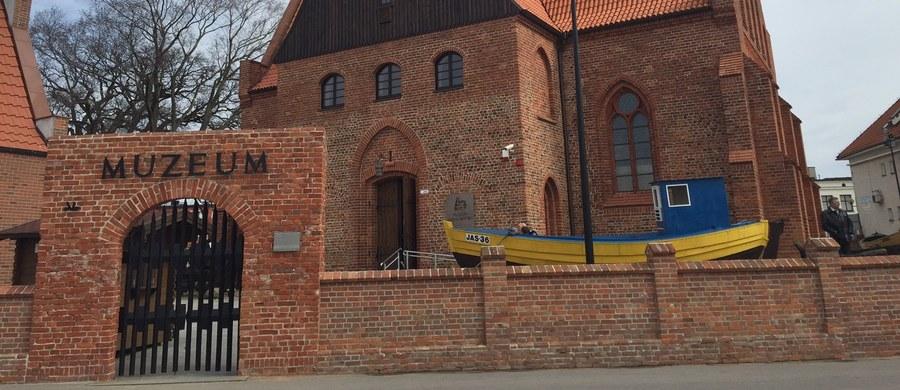 Po ponad 3 latach przerwy otwarte zostało Muzeum Rybołówstwa w Helu. Niezbędny był kapitalny remont dawnego, ewangelickiego kościoła, w którym działa muzeum. Za 3,5 miliona złotych odnowiono dach, elewację czy zaadaptowano strych, zyskując nową przestrzeń wystawienniczą.