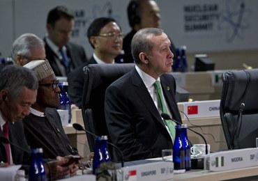 """Erdogan odrzuca """"lekcję demokracji"""" Zachodu w kwestii wolności prasy"""