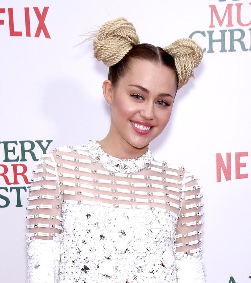 Miley Cyrus została zaatakowana przez kota. Amerykańska wokalistka opublikowała w sieci swoje zdjęcie, na którym widać rany wyrządzone przez zwierzę.