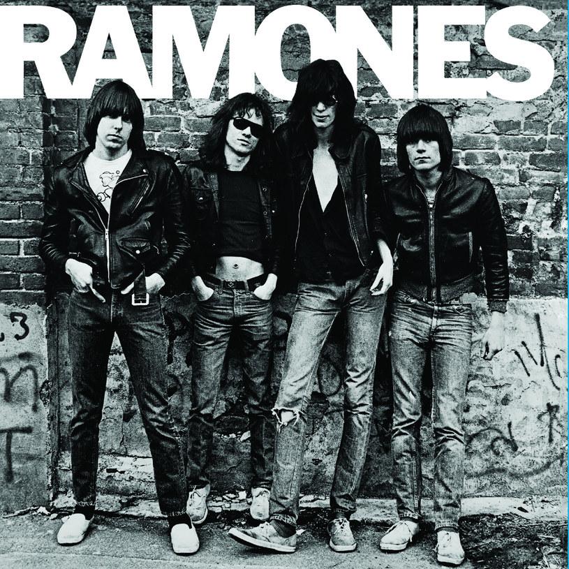 """9 kwietnia w warszawskim klubie Fugazi odbędzie się specjalny koncert """"Tribute to Ramones"""". Fani zespołu Ramones będą świętować 40-lecie wydania pierwszej płyty amerykańskiej legendy punk rocka."""