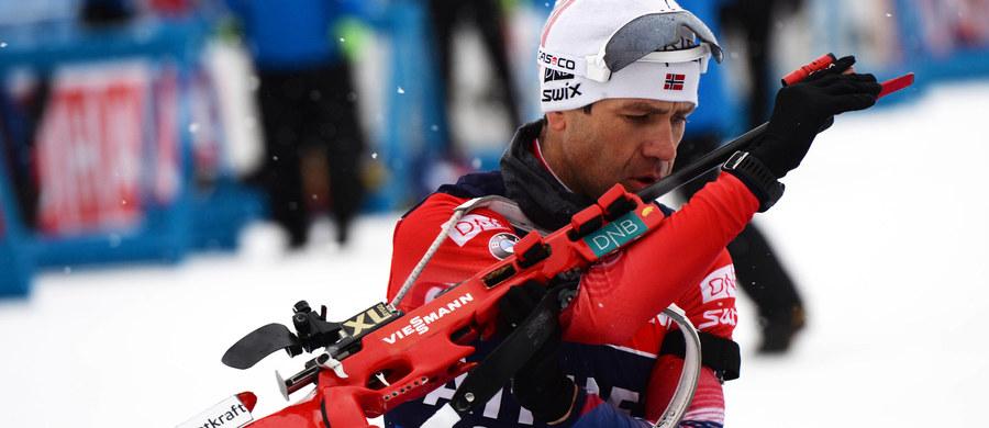 """42-letni Norweg Ole Einar Bjoerndalen, najbardziej utytułowany biathlonista w historii, wbrew zapowiedziom nie zamierza kończyć kariery sportowej. """"Czuję się jak wtedy, gdy miałem 20 lat"""" - ogłosił na konferencji prasowej i podkreślił, że ma nadzieję na start w igrzyskach olimpijskich w 2018 roku. Sportowiec podzielił się również radosną nowiną: zostanie ojcem."""