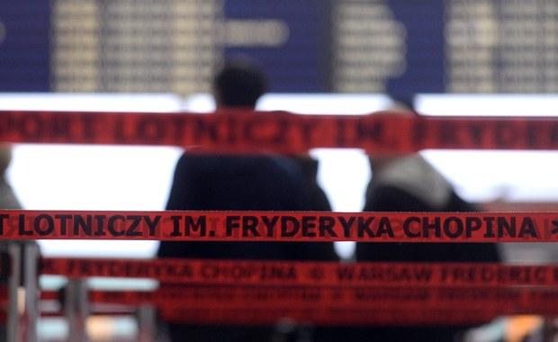 29-letni mieszkaniec Starachowic usłyszał zarzut wywołania fałszywych alarmów bombowych na lotniskach w Warszawie i Modlinie. Grozi mu do dwóch lat więzienia. Mężczyzna przyznał się do winy, wyraził skruchę i zadeklarował chęć dobrowolnego poddania się karze.