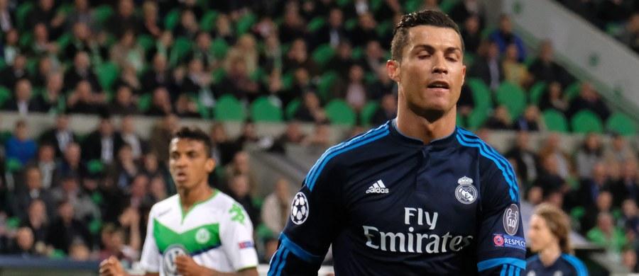 VfL Wolfsburg sensacyjnie pokonał u siebie Real Madryt 2:0, a piłkarze Paris Saint-Germain zremisowali z Manchesterem City 2:2 w ćwierćfinałach Ligi Mistrzów. Dzień wcześniej jednobramkowe zwycięstwa odniosły Barcelona i Bayern Monachium. Rewanże odbędą się w przyszłym tygodniu.