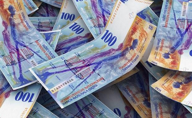 Kancelaria Prezydenta szykuje spore zmiany w projekcie ustawy o pomocy frankowiczom - ustalił dziennikarz RMF FM. Ustawa ma być mniej bolesna dla banków. To efekt ostatnich wyliczeń Komisji Nadzoru Finansowego, która twierdzi, że na przewalutowaniu kredytów we frankach banki straciłyby nawet 70 miliardów złotych.