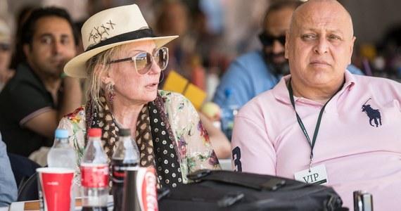 """Shirley Watts - żona perkusisty """"The Rolling Stones"""" i właścicielka dwóch klaczy, które w ostatnich miesiącach padły w stadninie w Janowie Podlaskim zabrała głos w sprawie śmierci koni. """"Mam zamiar pozwać polskie władze za sposób, w jaki traktowano moje klacze. Trzymano mnie też w niewiedzy"""" - cytuje jej słowa """"The Guardian""""."""