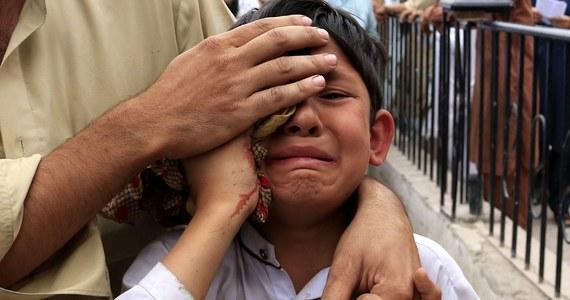 Trzęsienie ziemi o sile 6,6 w skali Richtera w Pakistanie w pobliżu granicy z Afganistanem. W stolicach obu krajów, w Islamabadzie i Kabulu, zatrzęsły się budynki. Wstrząsy odczuwalne były m.in. w Indiach.