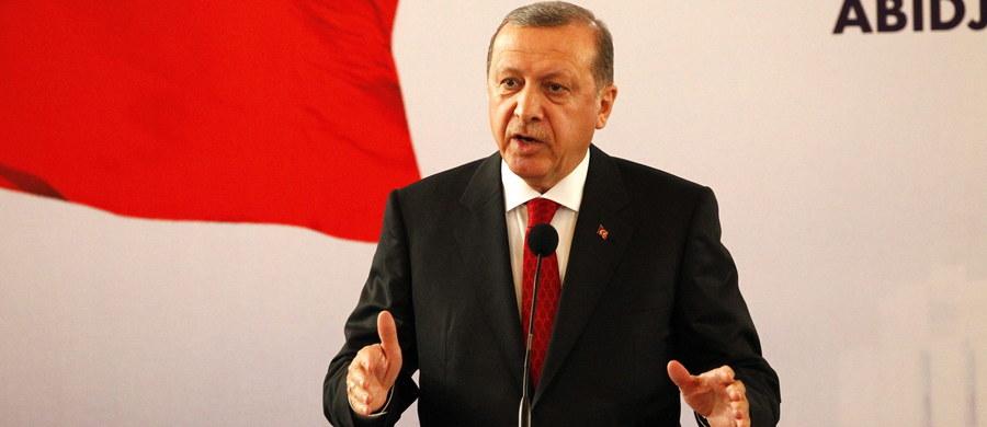 Władze Turcji domagają się ukarania niemieckiego satyryka Jana Boehmermanna, który w swoim telewizyjnym programie zamieścił pamflet na prezydenta Recepa Tayyipa Erdogana. MSZ w Berlinie dostało w tej sprawie pismo z Ankary - podała agencja dpa.
