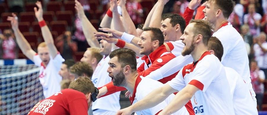 Polscy piłkarze ręczni, którzy wygrali turniej kwalifikacyjny w Gdańsku, będą losowani z pierwszego koszyka przed igrzyskami w Rio de Janeiro. Biało-czerwoni poznają swych rywali 29 kwietnia w Bazylei, gdzie mieści się siedziba międzynarodowej federacji (IHF).