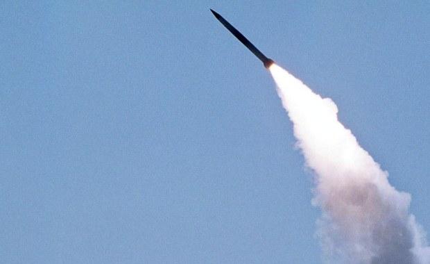 Rosja dostarczyła Iranowi pierwszą partię przeciwlotniczych wyrzutni rakietowych S-300 - poinformował rzecznik irańskiego ministerstwa spraw zagranicznych Hosejn Dżaber Ansari, cytowany przez agencję prasową Tasnim.