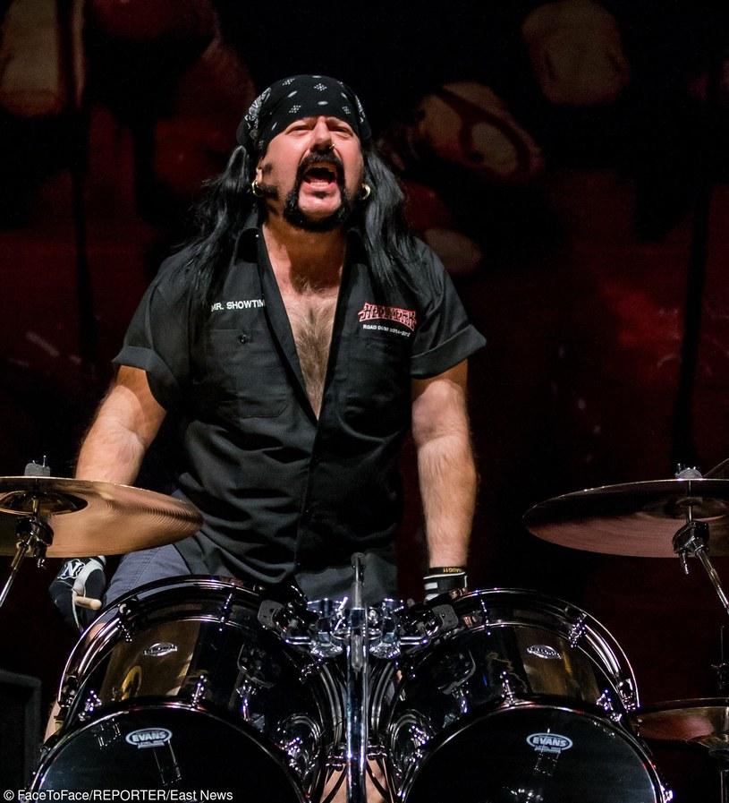 Metalowa supergrupa Hellyeah z Teksasu ujawniła szczegóły premiery piątego albumu.