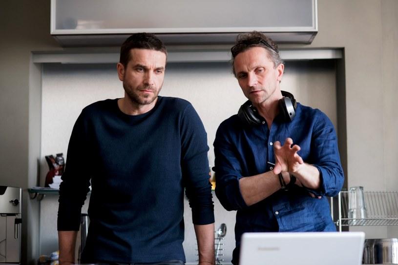 """Właśnie rozpoczęły się zdjęcia do drugiego sezonu polskiego serialu """"Pakt"""". W głównej roli występuje Marcin Dorociński, a reżyseruje Leszek Dawid. Premiera serialu została zaplanowana na jesień tego roku w HBO."""