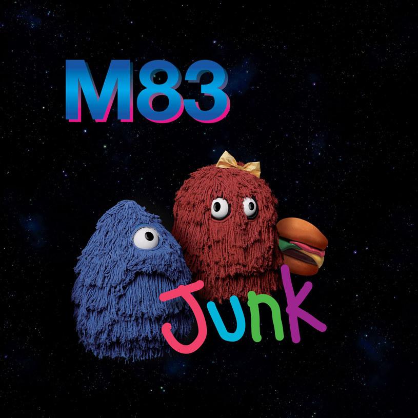 Z nieba na ziemię. Albo z przyszłości w przeszłość. Jakkolwiek nie nazwalibyście nową płytę M83, jednym słowem to dobry materiał.