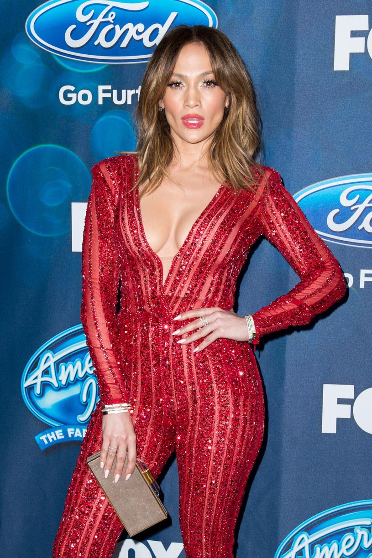 """""""Ain't Your Mama"""" to nowy singel Jennifer Lopez. Po premierze wokalistka spotkała się z ostrą reakcją fanów, ponieważ piosenka powstała we współpracy z oskarżonym o gwałt producentem Dr Luke'em. Meghan Trainor, która również pomagała w powstawaniu utworu, """"czuła się okropnie"""" z tego powodu."""