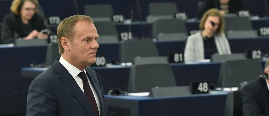 Chciałbym efektownie napisać, że Parlament Europejski stracił okazję, by siedzieć cicho. Ale nie napiszę tak, bo wcale tak nie uważam. Wydaje mi się, że w obecnej sytuacji Bruksela mogła w sprawie kryzysu konstytucyjnego w Polsce zrobić nawet coś dobrego. Mogła wydać oświadczenie... wybijające Platformie Obywatelskiej z głowy, że pójdzie z nią pod rękę na nuklearną wojnę z polskim rządem. Unijna biurokracja wybrała inną drogę, która w postaci rezolucji potwierdziła to, co już o niej wiemy. Że jest zainteresowana tylko i wyłącznie własnym interesem.
