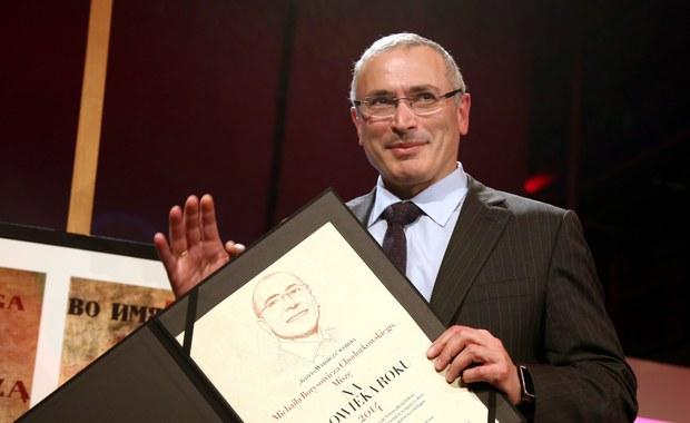 """Rosyjskie wydanie magazynu """"Forbes"""" ogłosiło ranking najbogatszych Rosjan. Po raz pierwszy od 2005 roku pojawił się w nim założyciel koncernu Jukos Michaił Chodorkowski. Zajął on 170. miejsce, a jego majątek """"Forbes"""" ocenił na pół mld dolarów."""