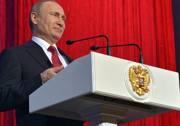 """Putin robi dobrą minę do złej gry? Gospodarka stoi, ale """"są pozytywne trendy"""""""