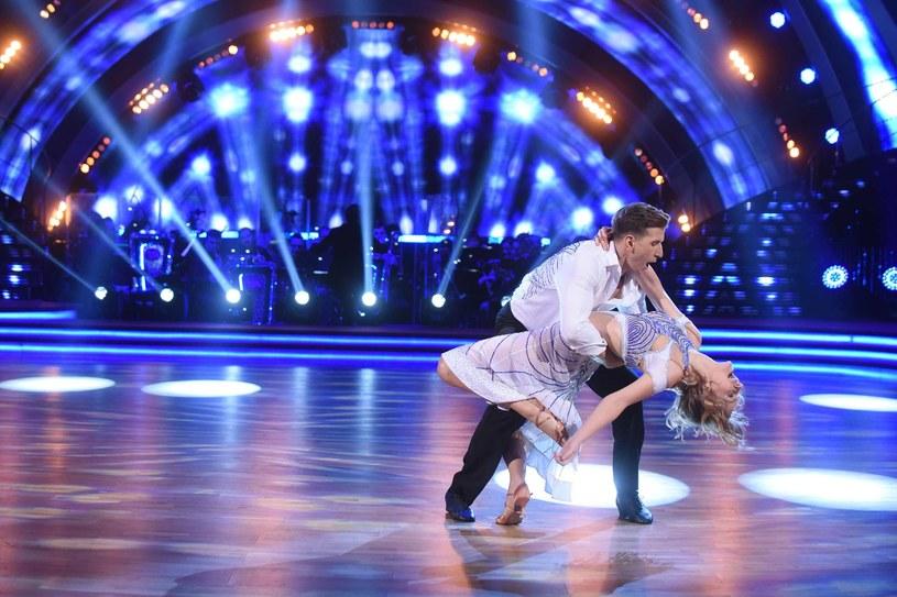 """Tydzień rozstania dobrze im zrobił i jak deklaruje Tomasz Barański, zdążyli z Katarzyną Stankiewicz za sobą zatęsknić. Może dlatego para zdecydowała się podnieść sobie poprzeczkę i w piątek w """"Dancing with the Stars. Tańcu z Gwiazdami"""" zaprezentuje jeden z najbardziej dynamicznych tańców: quick stepa."""