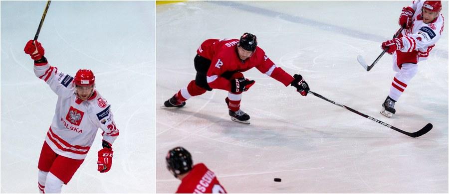 """Aż 8:2 pokonali polscy hokeiści reprezentację Litwy w towarzyskim spotkaniu rozegranym w katowickim """"małym Spodku"""". Dla podopiecznych Jacka Płachty był to przedostatni sprawdzian przed zbliżającymi się MŚ 1A. """"Nie jest to jeszcze szczyt formy"""" - przyznawał po spotkaniu Aron Chmielewski, a selekcjoner wprost stwierdził: """"Musimy grać lepiej. Konsekwentnie przez 60 minut"""". W sobotę Polacy zagrają z Koreańczykami, z którymi mierzyć się będą również w mistrzowskim turnieju."""