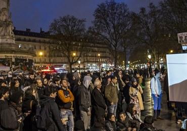 Zamieszki w Paryżu. Zniszczone sklepy i przystanki