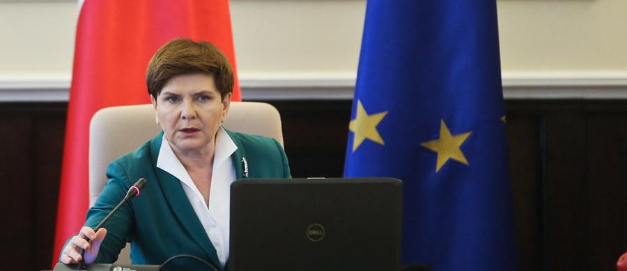 """""""Gdyby było głosowanie o Trybunał Stanu dla Beaty Szydło i  Andrzeja Dudy, to zagłosowałbym za"""" - powiedział w piątek, w odpowiedzi na pytania słuchaczy, gość Kontrwywiadu RMF FM, były marszałek Sejmu, senator Marek Borowski. Dlaczego? """"Prezydent, nie przyjmując ślubowania od prawidłowo wybranych sędziów, naruszył konstytucję. Pani premier Szydło, odmawiając opublikowania wyroku, niewątpliwie narusza konstytucję. No cóż ja mogę więcej powiedzieć"""" – tłumaczy polityk."""