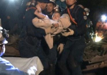 Trzęsienie ziemi w Japonii: Po 6 godzinach ratownicy wyciągnęli spod gruzów 8-miesięczne dziecko