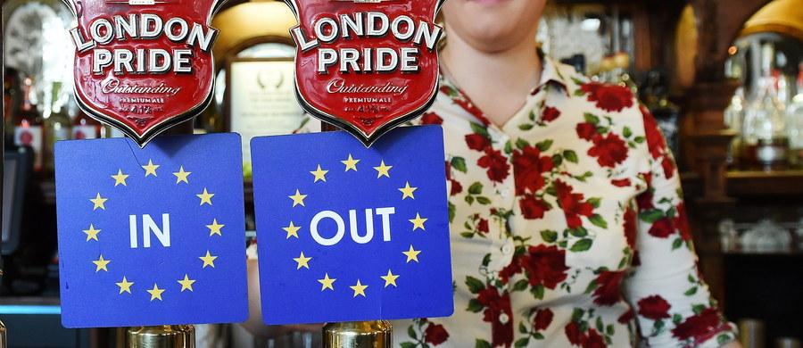 W piątek oficjalnie rozpoczęła się kampania wyborcza przed referendum, które zdecyduje o przyszłości Wielkiej Brytanii w Unii Europejskiej. Na dziesięć tygodni przed dniem, w którym Brytyjczycy pójdą do urn, wynik głosowania wciąż pozostaje niewiadomą.