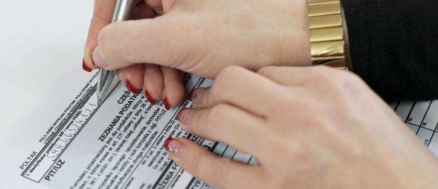 Dziś urzędy skarbowe w całej Polsce będą otwarte od 9 do 13. W wielu zostaną uruchomione stanowiska, gdzie będzie można złożyć e-deklarację przy pomocy usługi wstępnie wypełnionego zeznania podatkowego (PFR).