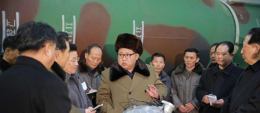 Od początku kwietnia w północnokoreańskim ośrodku prób jądrowych panuje wzmożona aktywność, co sugeruje, że reżim w Pjongjangu przygotowuje się do kolejnego takiego testu - podały południowokoreańskie media, powołując się na źródła w rządzie w Seulu.