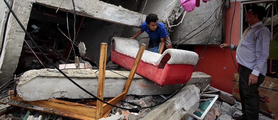 Co najmniej 233 osoby zginęły a ponad pół tysiąca zostało rannych w trzęsieniu ziemi w Ekwadorze. Amerykańska służba geologiczna USGS podała, że wstrząsy miały siłę 7,8 w skali Richtera. Wydano ostrzeżenie przed falą tsunami, mogącą osiągnąć do metra wysokości.